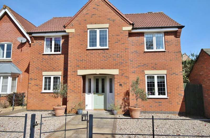 4 Bedrooms Detached House for sale in Lime Tree Avenue, Uppingham