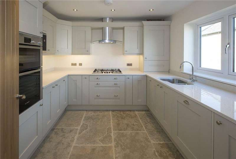 2 Bedrooms Terraced House for sale in Staddlestone Mews, Station Road, Broadway, Worcestershire, WR12