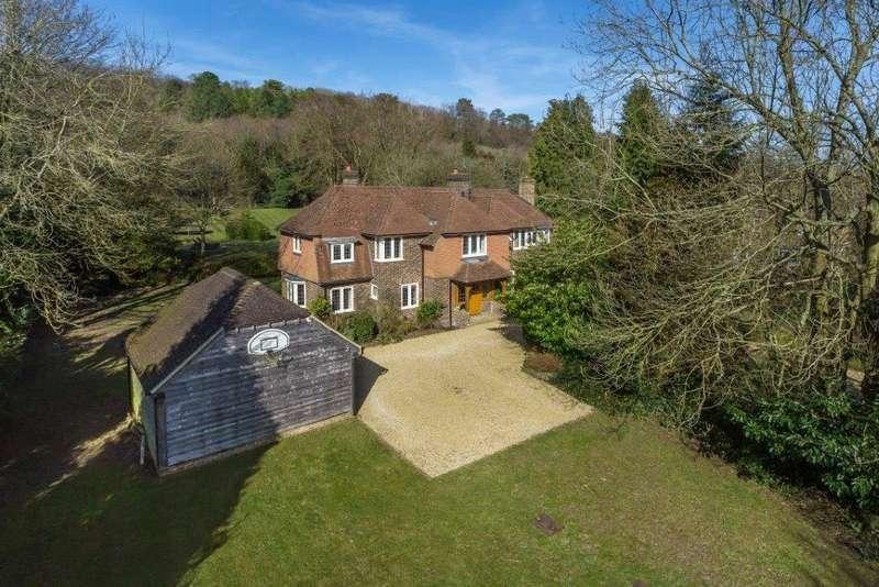 5 Bedrooms Detached House for sale in Pilgrims Way, Westerham, Kent, TN16