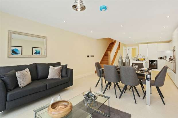 5 Bedrooms Semi Detached House for sale in King Edwards Mews, London