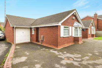 2 Bedrooms Bungalow for sale in Kerswell Drive, Shirley, Solihull, West Midlands
