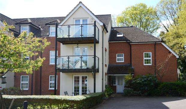 2 Bedrooms Maisonette Flat for sale in The Coppice, Rounton Road, Church Crookham