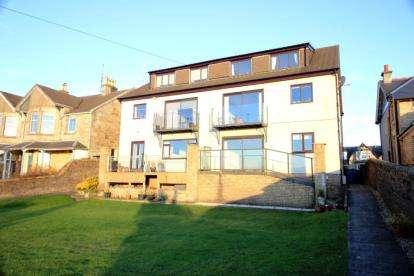2 Bedrooms Flat for sale in Bowfield Road, West Kilbride