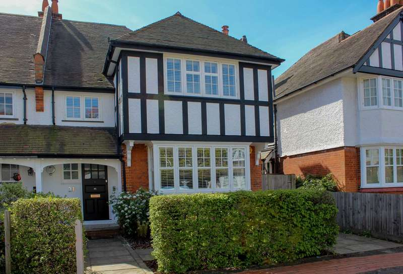 4 Bedrooms Semi Detached House for sale in Westville Road, Thames Ditton