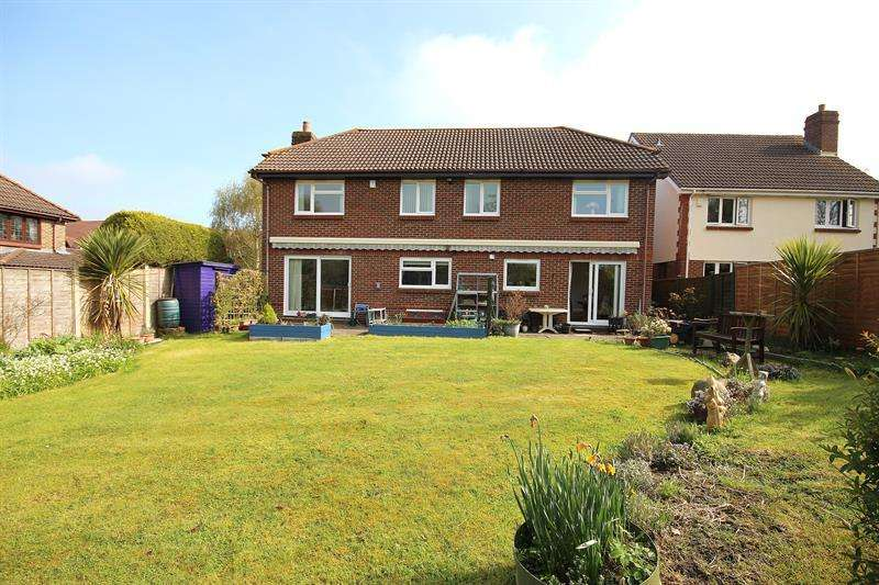 5 Bedrooms Detached House for sale in Kingcup Close, Broadstone