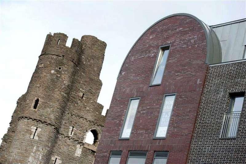 2 Bedrooms Flat for sale in Castle Quarter, Castle Lane, Swansea, SA1