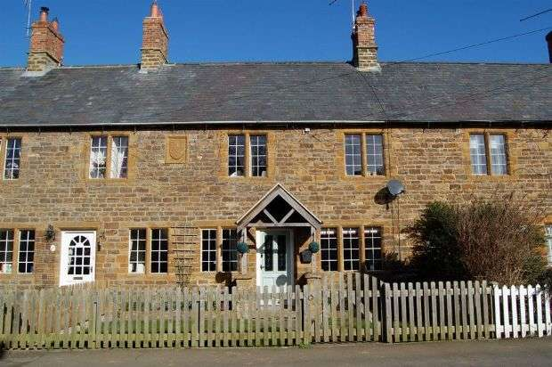 3 Bedrooms Cottage House for sale in Daventry Road, Norton, Northampton NN11 2ND
