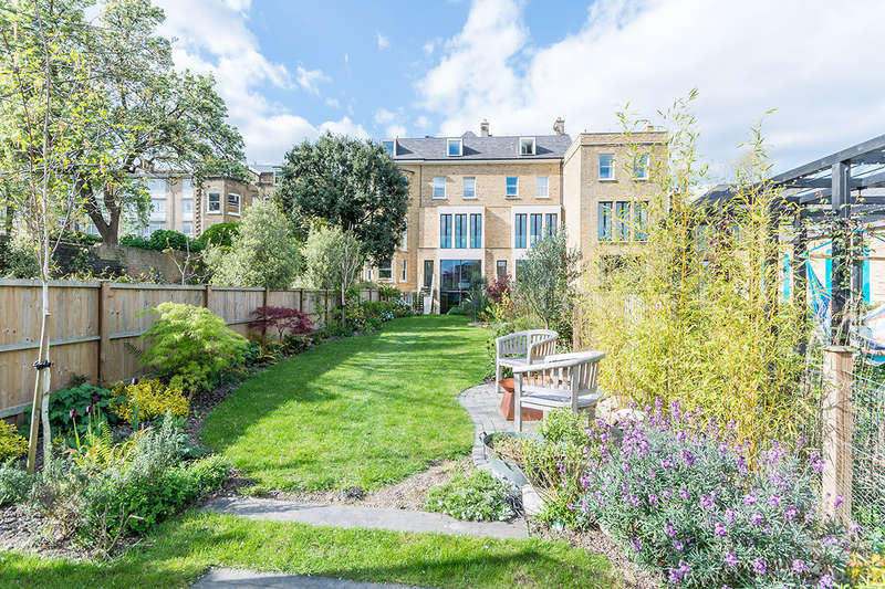 5 Bedrooms Terraced House for sale in Grove Park, , SE5