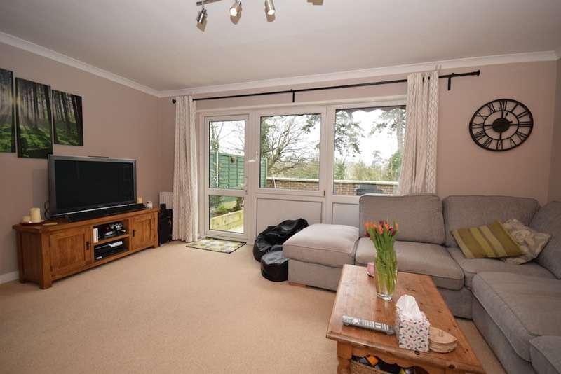 3 Bedrooms Maisonette Flat for sale in High Street, Cranleigh, Surrey, GU6