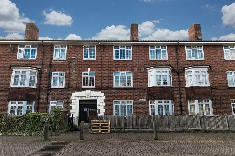 2 Bedrooms Flat for sale in Garratt Lane, Tooting, London, SW17