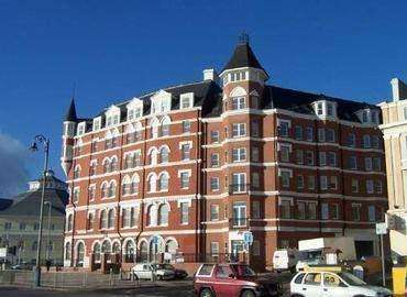 2 Bedrooms Apartment Flat for sale in Central Apartments, Douglas, IM2 4LL