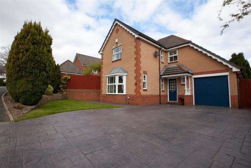 4 Bedrooms Detached House for sale in Park Copse, Horsforth, Leeds