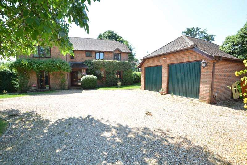 5 Bedrooms Detached House for sale in Blue Hayes Close, Andover