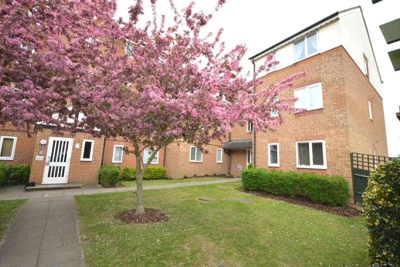 1 Bedroom Flat for sale in Pioneer Way, Watford, WD18