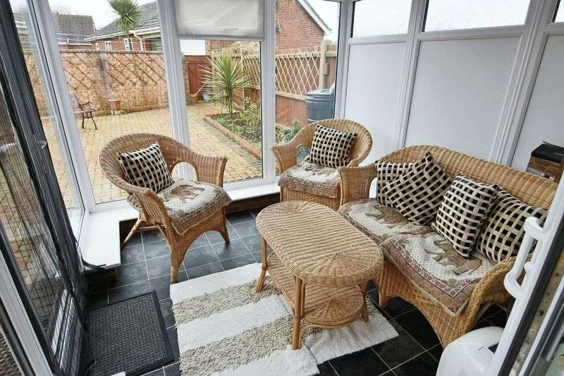 1 Bedroom Bungalow for sale in Green Drive, Lowestoft