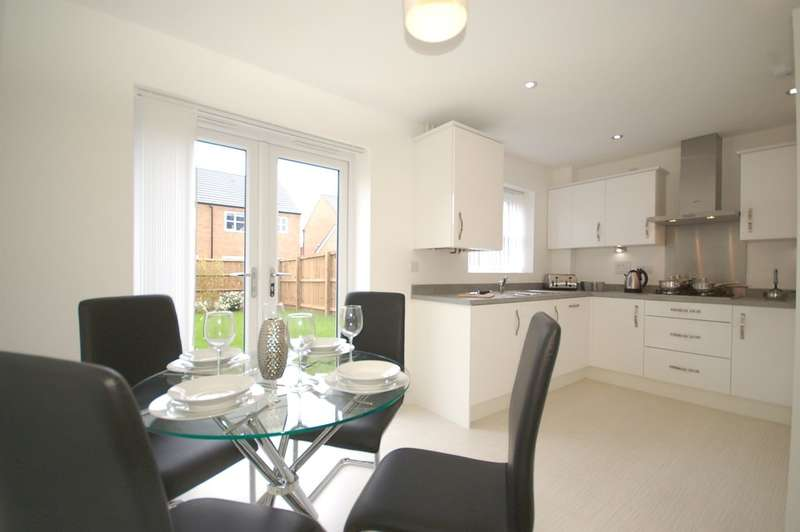 3 Bedrooms Terraced House for sale in Faulkner Crescent, Heyhouses Lane