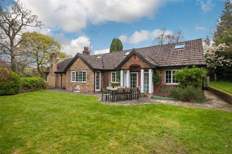 5 Bedrooms Detached House for sale in Westcott Street, Westcott, Dorking, Surrey, RH4