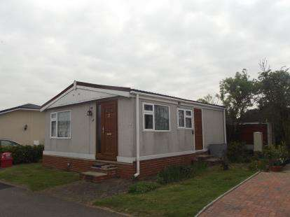 2 Bedrooms Bungalow for sale in Coggeshall Road, Braintree
