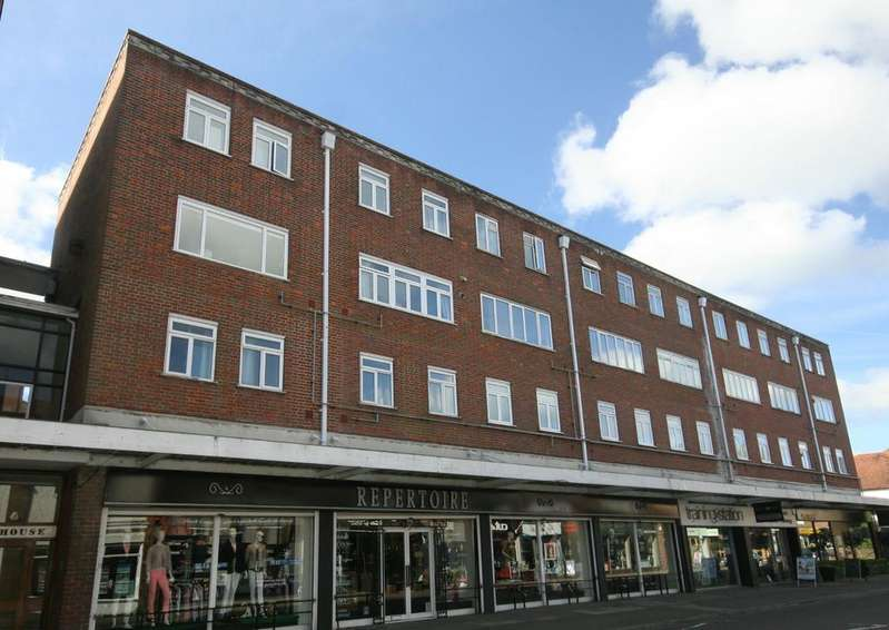 3 Bedrooms Flat for sale in Beaconsfield
