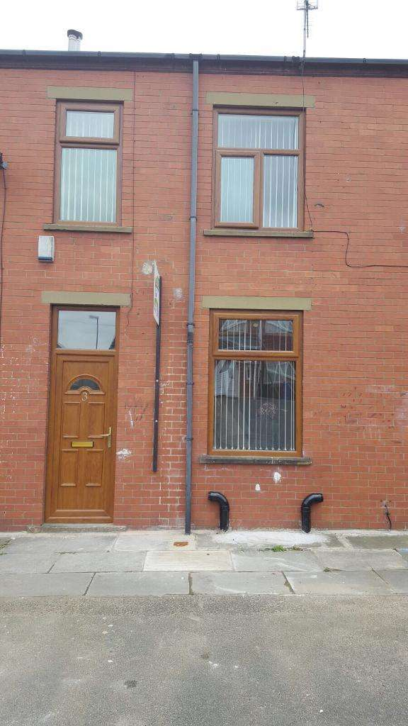 3 Bedrooms Terraced House for rent in Worsley Place, Rochdale, Lancashire, OL16 5DH