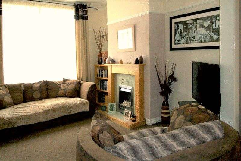 3 Bedrooms Terraced House for sale in Hare Hill Road, Littleborough, OL15 9HG