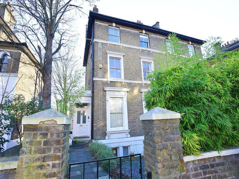 2 Bedrooms Flat for sale in Granville Park London SE13