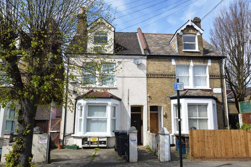 Studio Flat for sale in Holmesdale Road London SE25