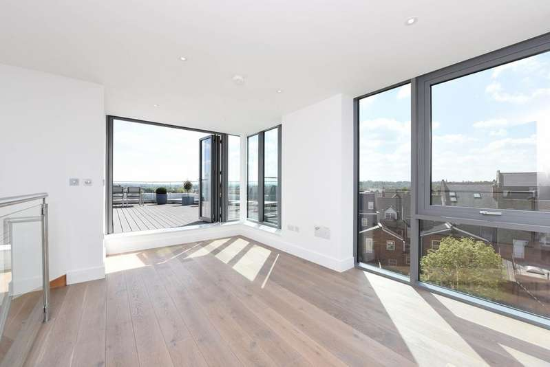 2 Bedrooms Flat for sale in Carlyle Court, Wimbledon Park Road, SW18