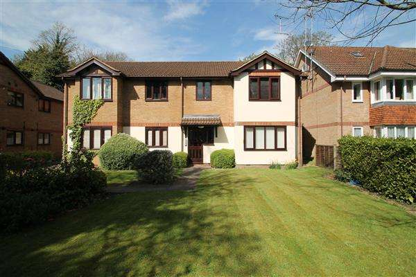 1 Bedroom Apartment Flat for sale in Copthorne Court