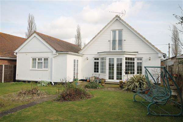 4 Bedrooms Chalet House for sale in Clacton Road, Weeley