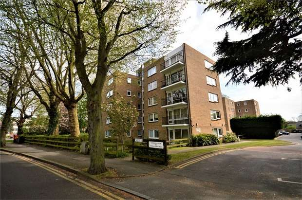 2 Bedrooms Flat for sale in Shernwood House, 2 Hermitage Walk, Snaresbrook, London