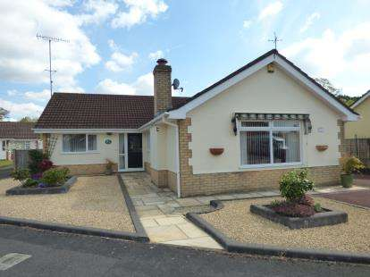 3 Bedrooms Bungalow for sale in St. Leonards, Ringwood, Dorset