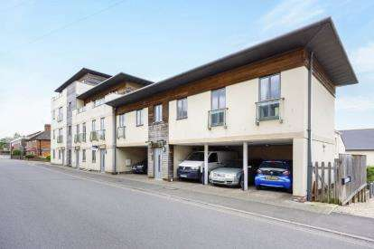 2 Bedrooms Flat for sale in Huish, Yeovil, Somerset