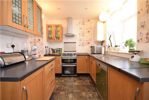 3 Bedrooms Terraced House for sale in Gloucester Road, Staple Hill, BRISTOL, BS16 4SU