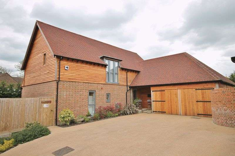 4 Bedrooms Detached House for sale in Castle Rise, West Chiltington
