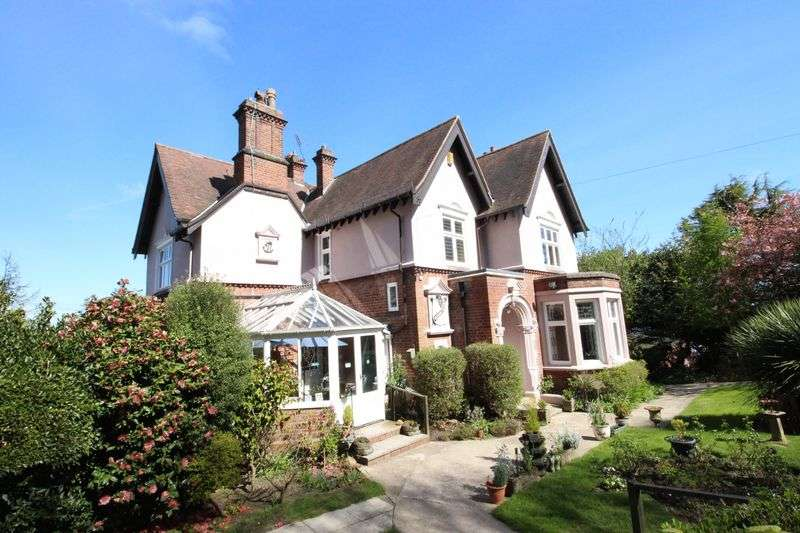 4 Bedrooms Detached House for sale in Mountside, Scarborough