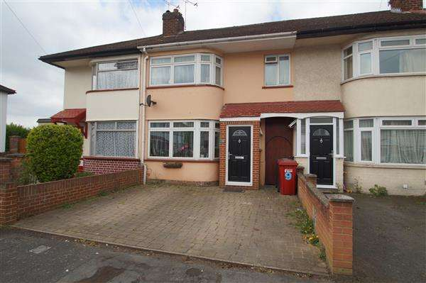 3 Bedrooms Terraced House for sale in Lewins Way, Cippenham