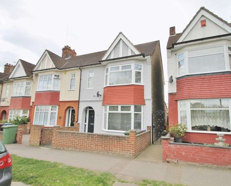 3 Bedrooms Terraced House for sale in Parker Road, Grays