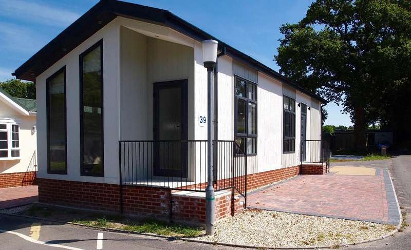 2 Bedrooms Park Home Mobile Home for sale in LO1020, Stoborough, Wareham, Dorset, BH20 5AZ