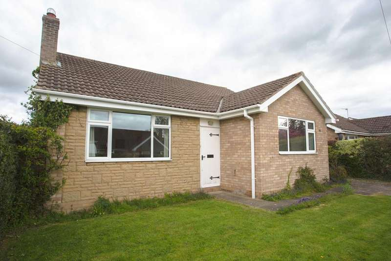 3 Bedrooms Detached Bungalow for sale in Farmanby Close, Thornton Dale, Pickering YO18