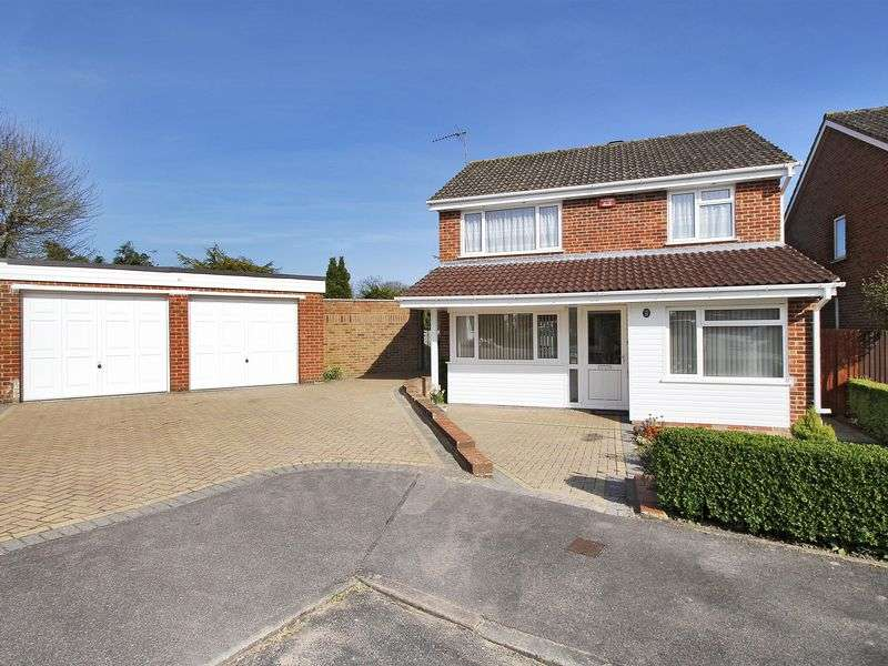 3 Bedrooms Detached House for sale in Cissbury Hill, Southgate, Crawley, West Sussex