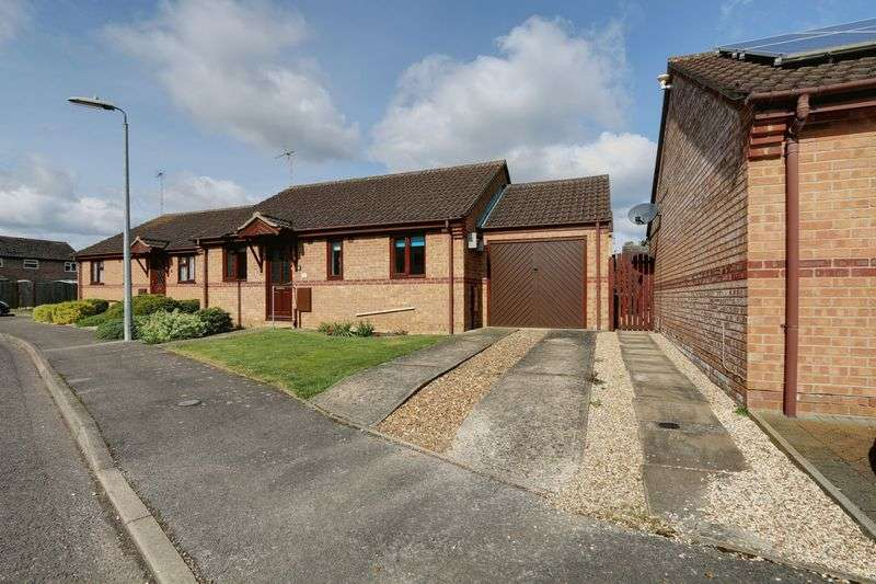 2 Bedrooms Detached Bungalow for sale in Law Close, Littleport