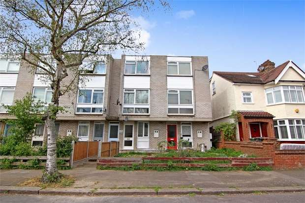 2 Bedrooms Flat for sale in The Highams, Forest View Road, Walthamstow, London