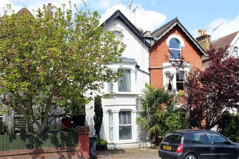 2 Bedrooms Flat for sale in Palace Gates Road, Alexandra Park, London