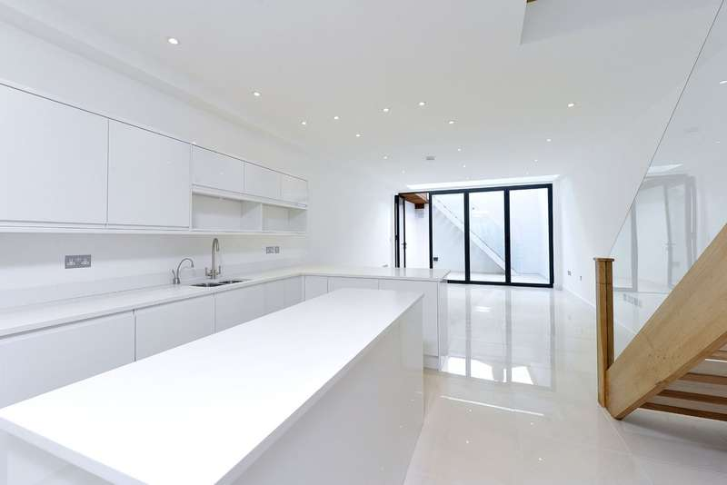5 Bedrooms Terraced House for sale in Sisters Avenue, Battersea, London