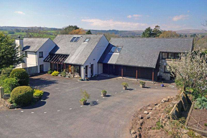 5 Bedrooms Detached House for sale in Market Field, Chagford TQ13