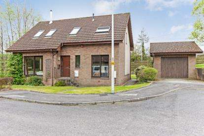 4 Bedrooms Detached House for sale in Simpson Court, Tillicoultry