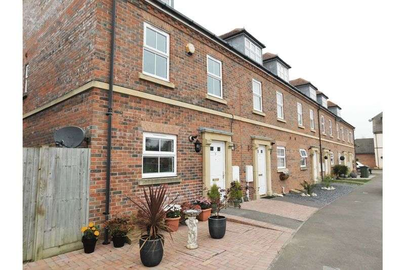 4 Bedrooms Terraced House for sale in Highdown Close, Angmering