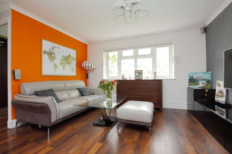 2 Bedrooms Flat for sale in Dean Rise, Andover