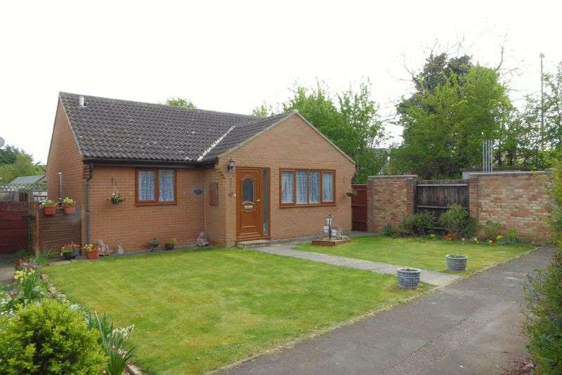 2 Bedrooms Detached Bungalow for sale in Wear Road, Bicester